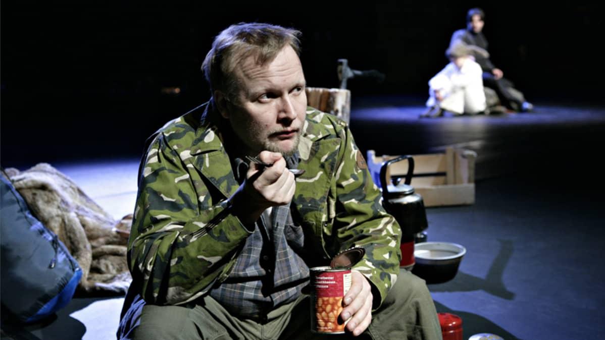 Vesa-Matti Komonen näyttelee Vatasen pääosan