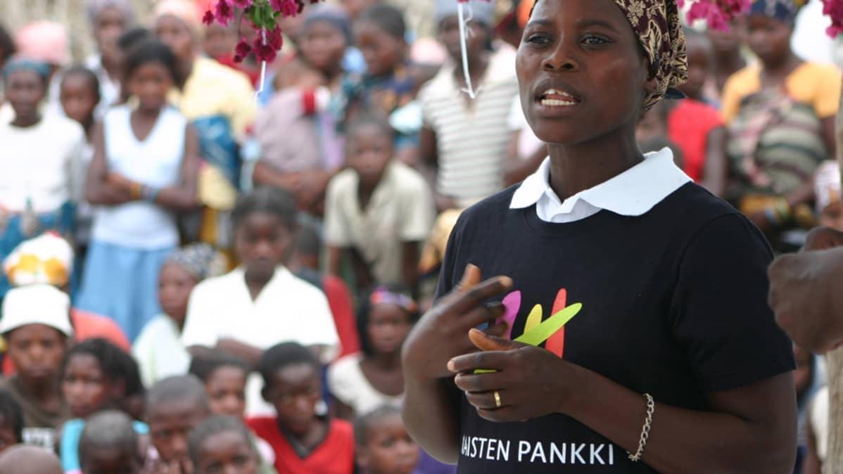 Naisten Pankin tilaisuus Ugandassa.
