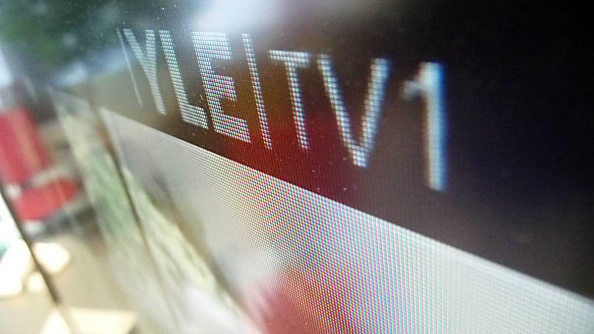 Television kuva muodostuu pienistä väripisteistä.
