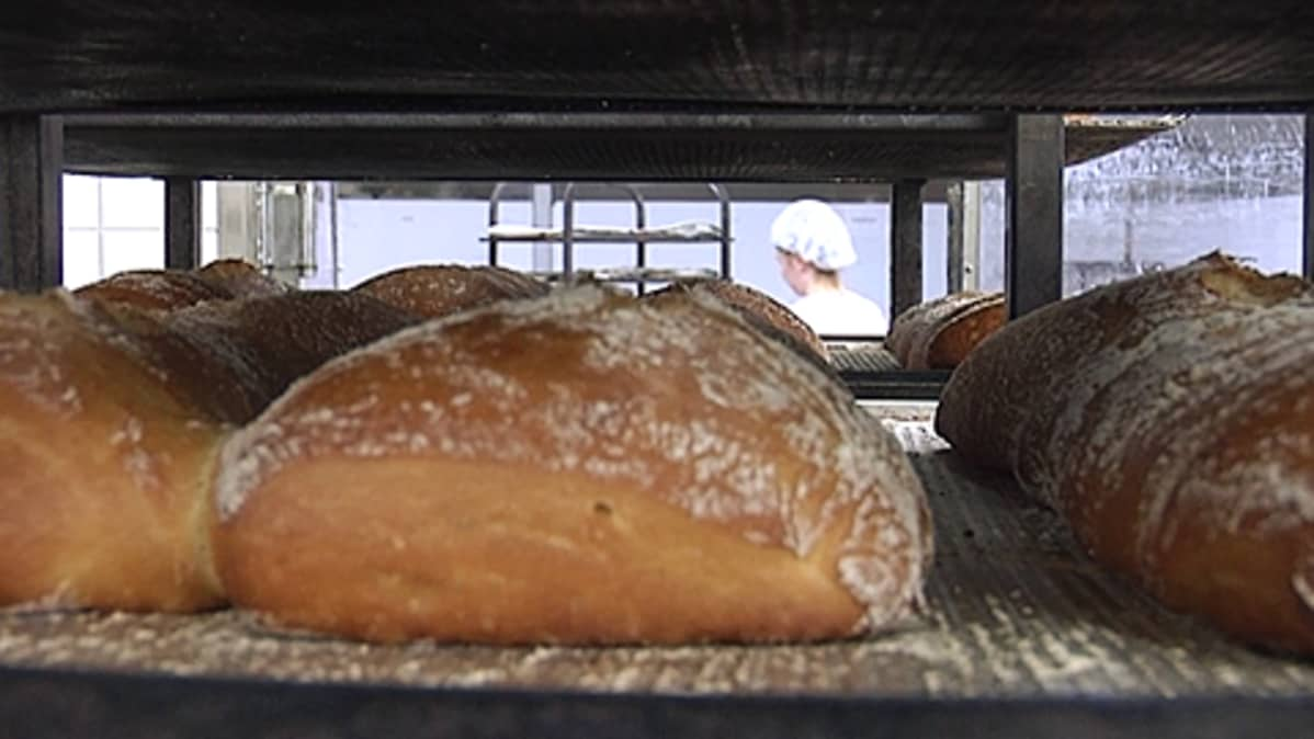 Leipiä leipomon hyllyllä