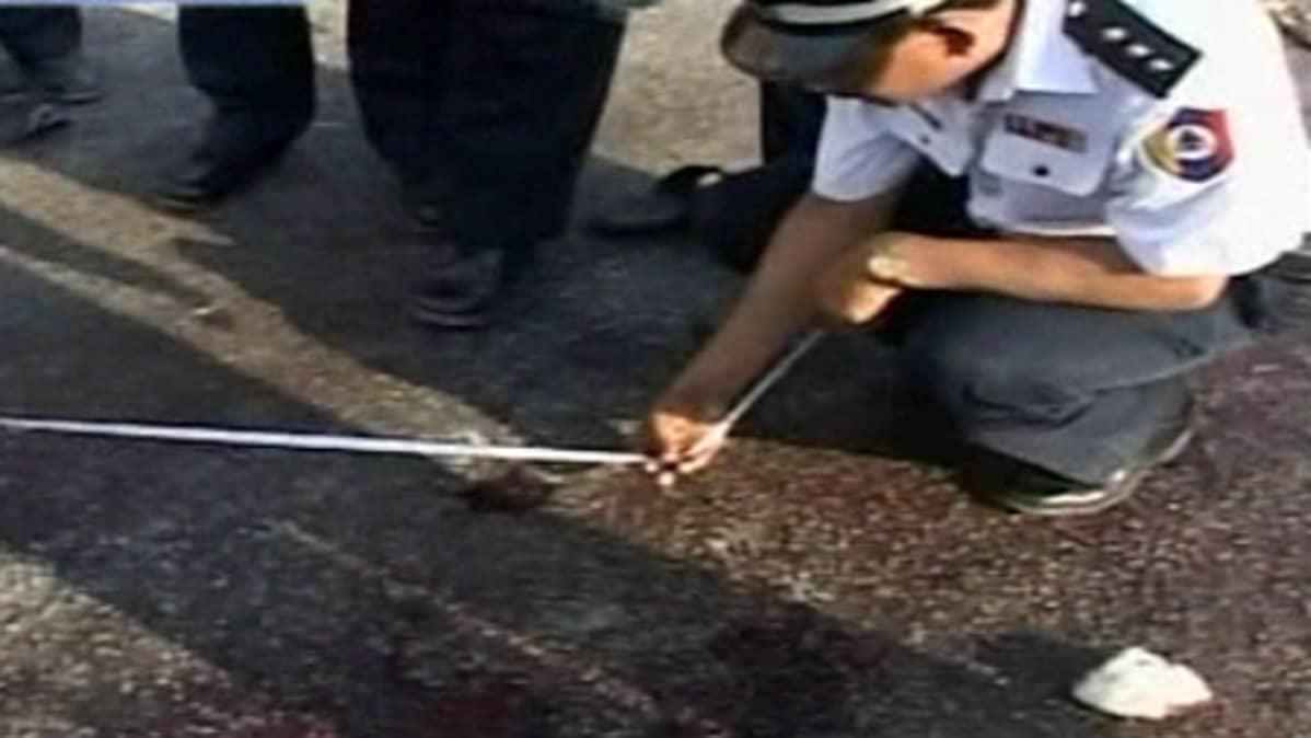 Poliisi tutkii räjähdyksen jälkiä