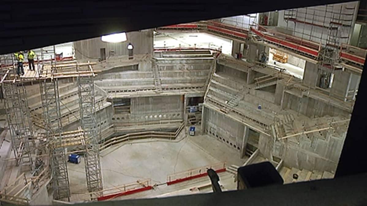 Musiikkitalon salia rakennetaan. Betonirakenteita.