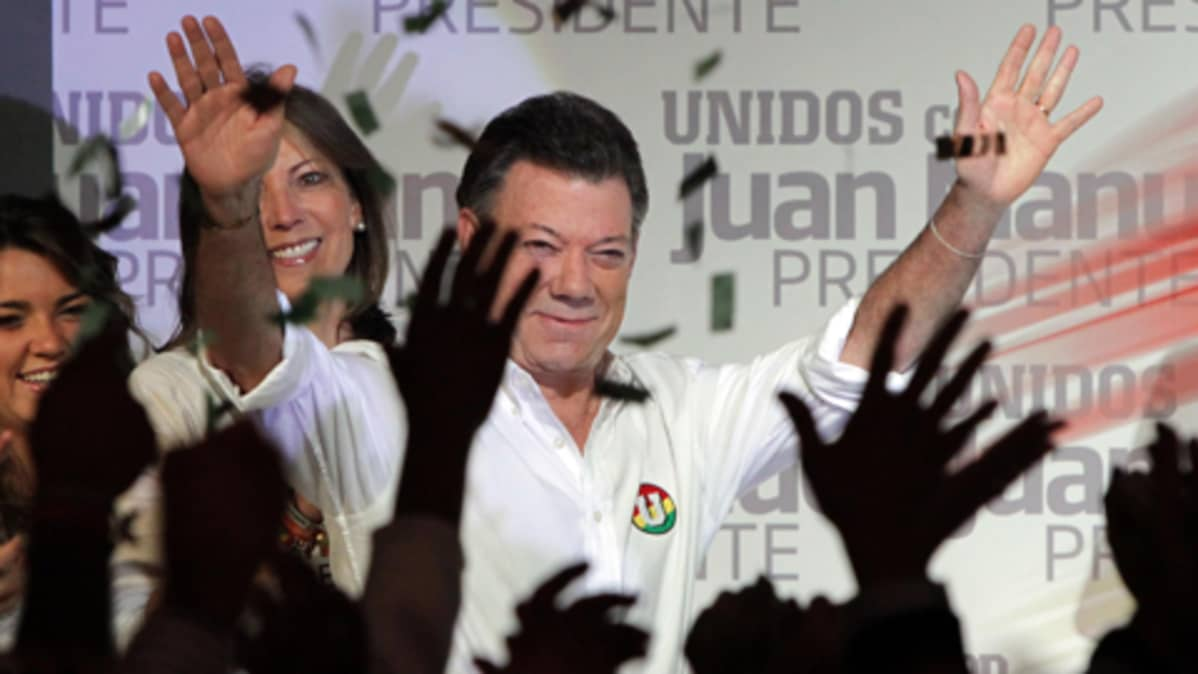 Juan Manuel Santos tuulettaa.