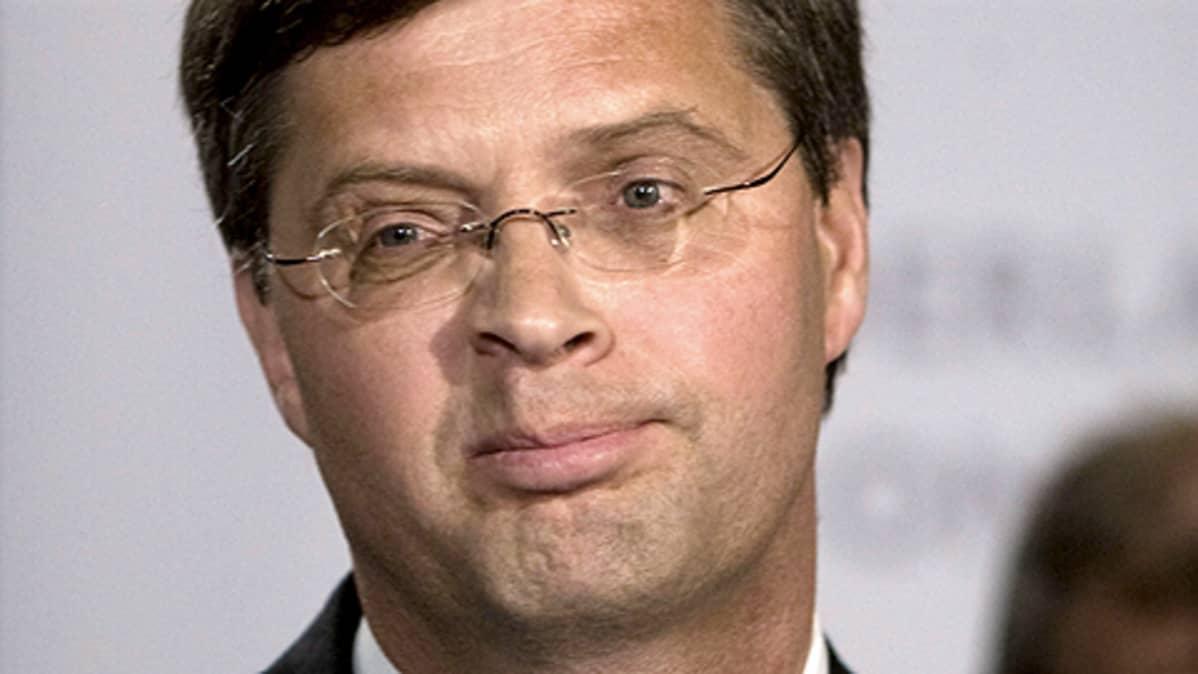 Hollannin pääministeri Jan Peter Balkenende ilmoitti eroavansa tehtävistään 9.6.2010.