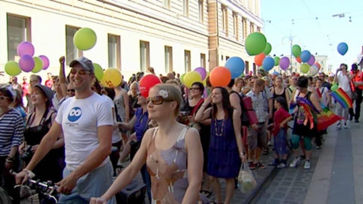 Helsinki Pride -kulkuetta