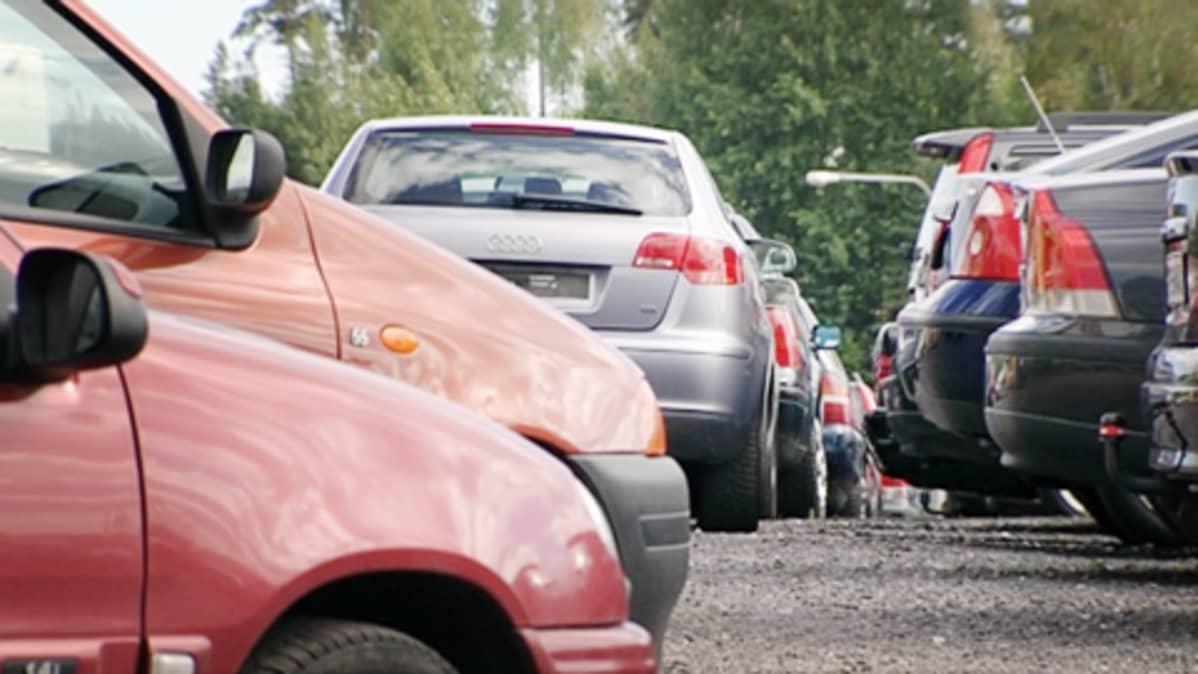 Käytettyjen autojen autokauppa Vantaalla.