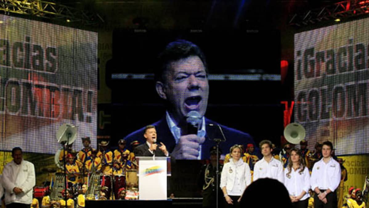 Kolmbian presidentti Juan Manuel Santos pitämässä kiitospuhetta