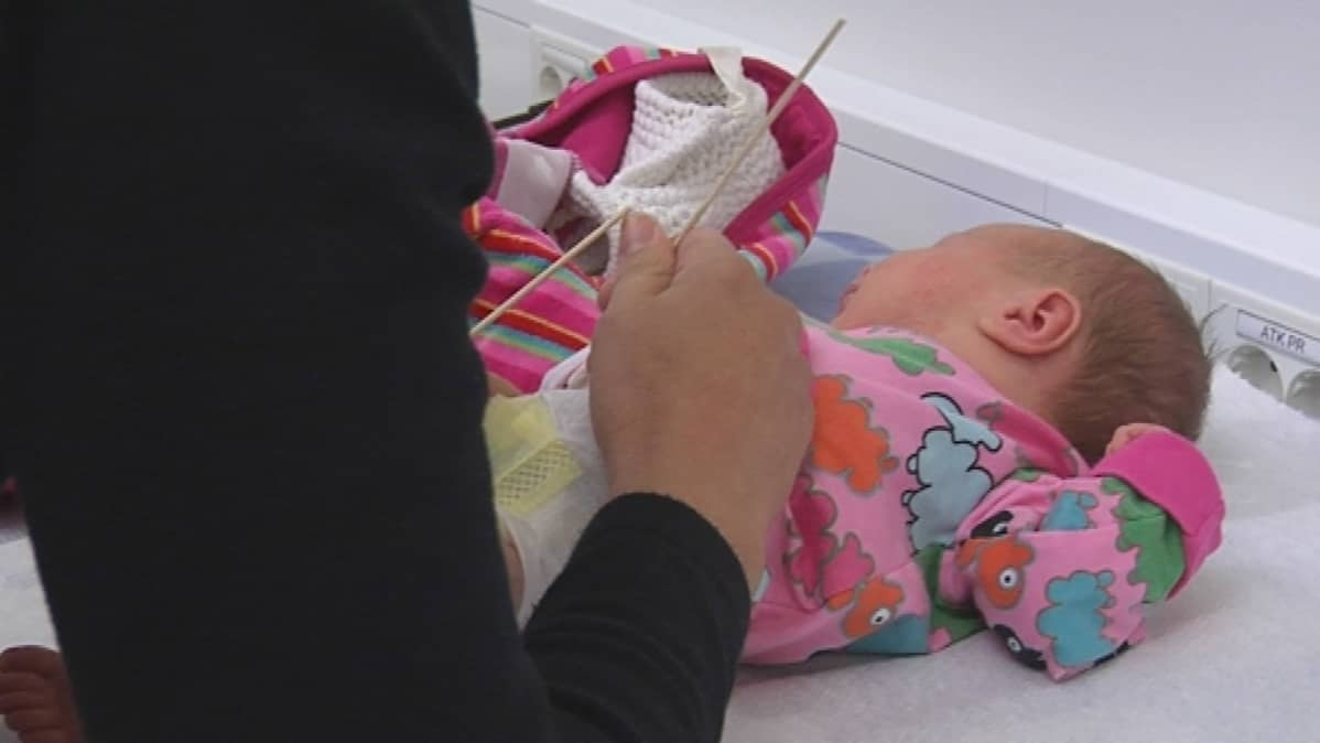 Vauva neuvolassa