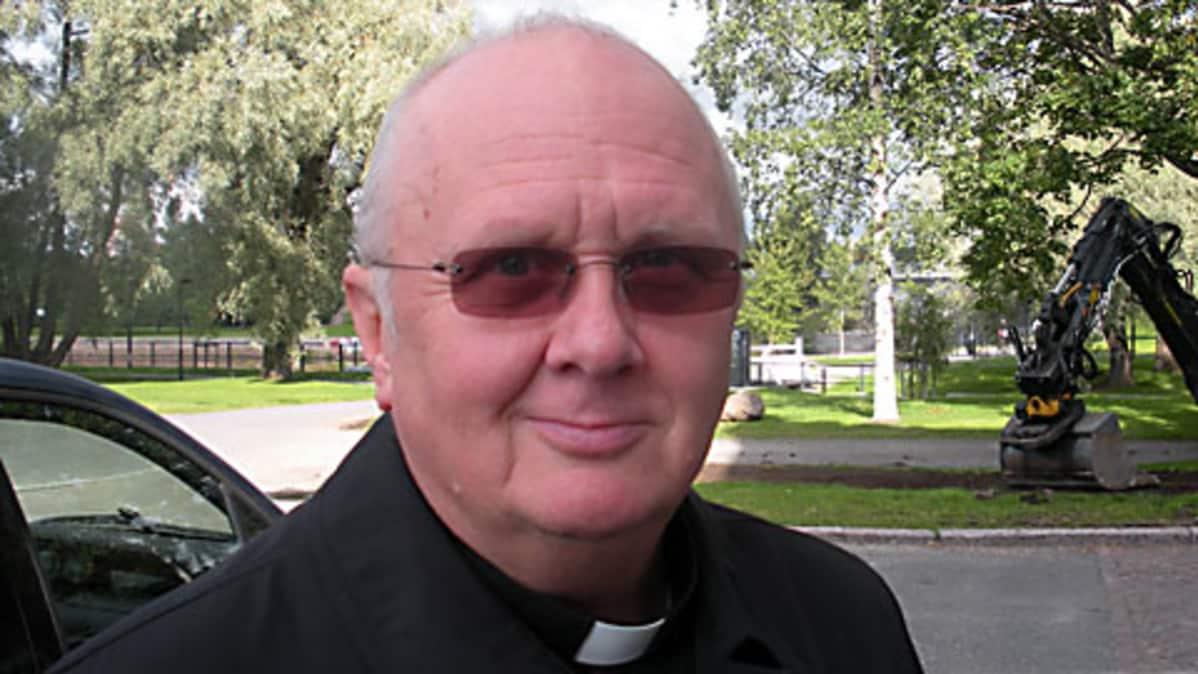 Tuomiorovasti Matti Pikkaraisen mielestä miesten ja naisten uskonnollisuus on erilaista.