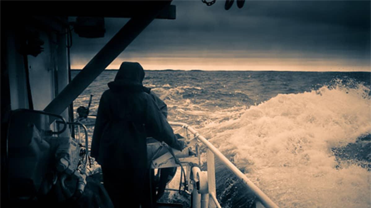 Kuva tutkimusalus Muikun kannelta Itämerelle