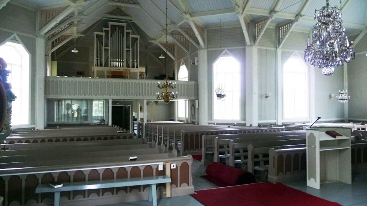 Himangan kirkko kuvattuna sisältä.