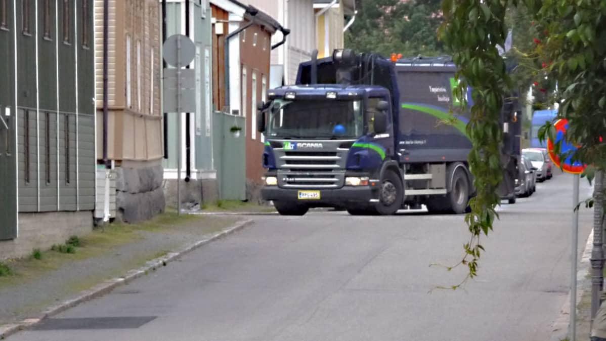Lassila & Tikanojan jäteauto.