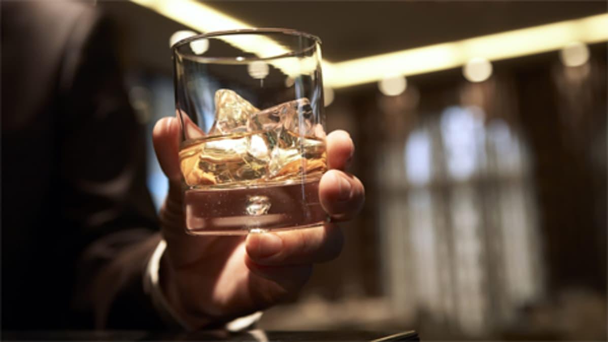 Alkoholia lasissa.