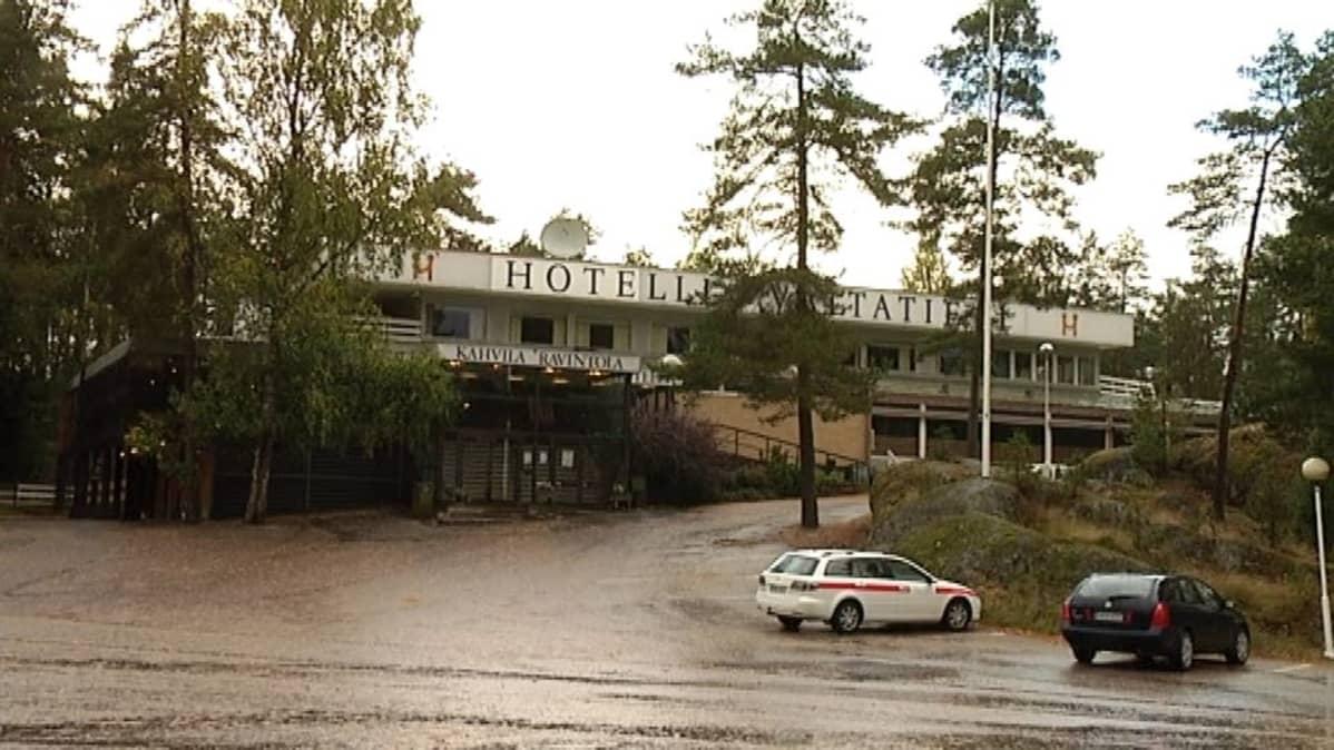 Paimion vastaanottokeskus sijaitsee  entisen Hotelli Valtatien tiloissa.
