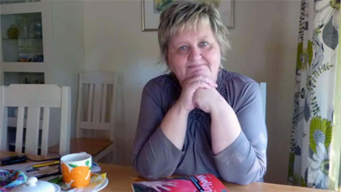 Tuula Vainikaiselle tehtiin tekonivelleikkaus molempiin polviin TYKS:n kirurgisessa sairaalassa joulukuussa 2008.