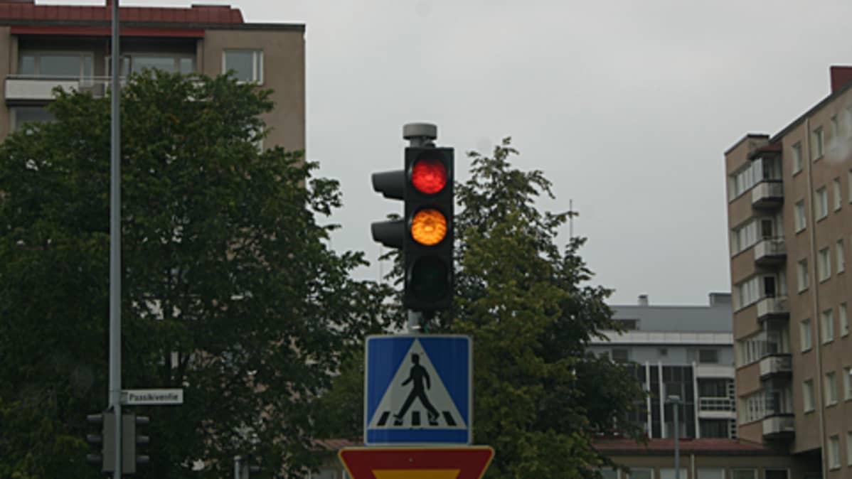 Liikennevalot vaihtumassa vihreäksi