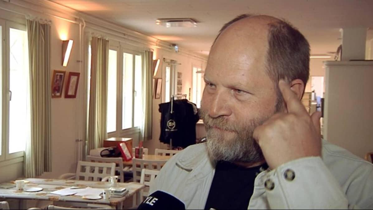 Ohjaaja Markku Pölönen.