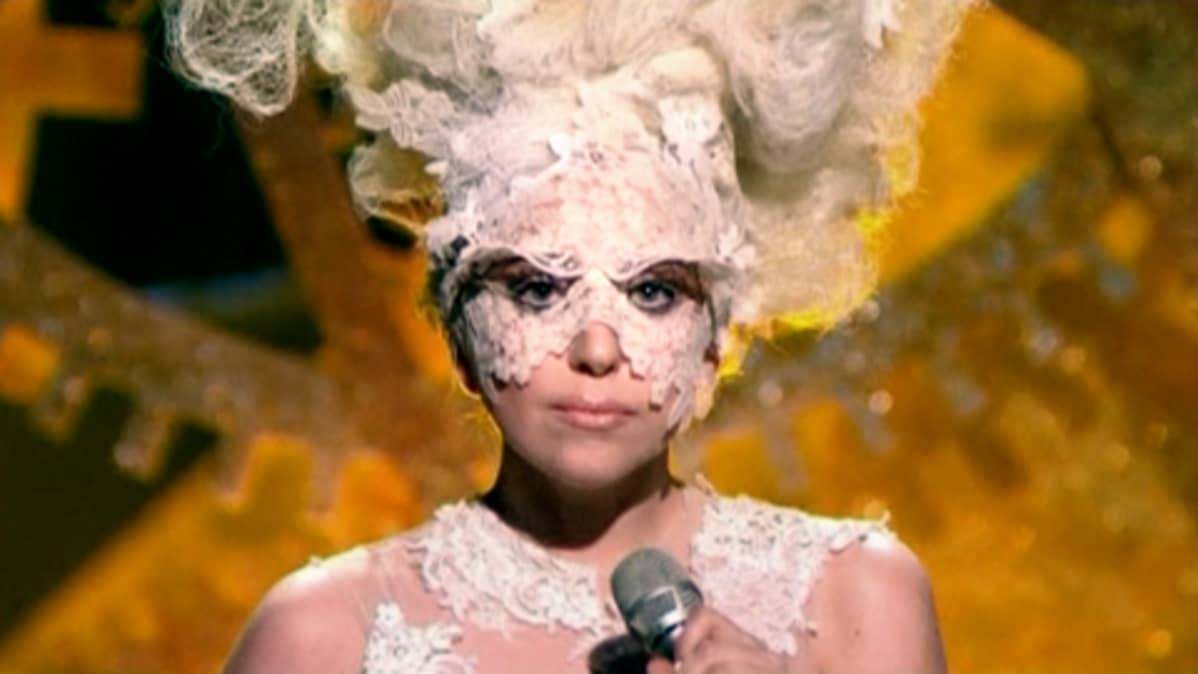 Lady Gaga  Brit Awards - palkintogaalassa.