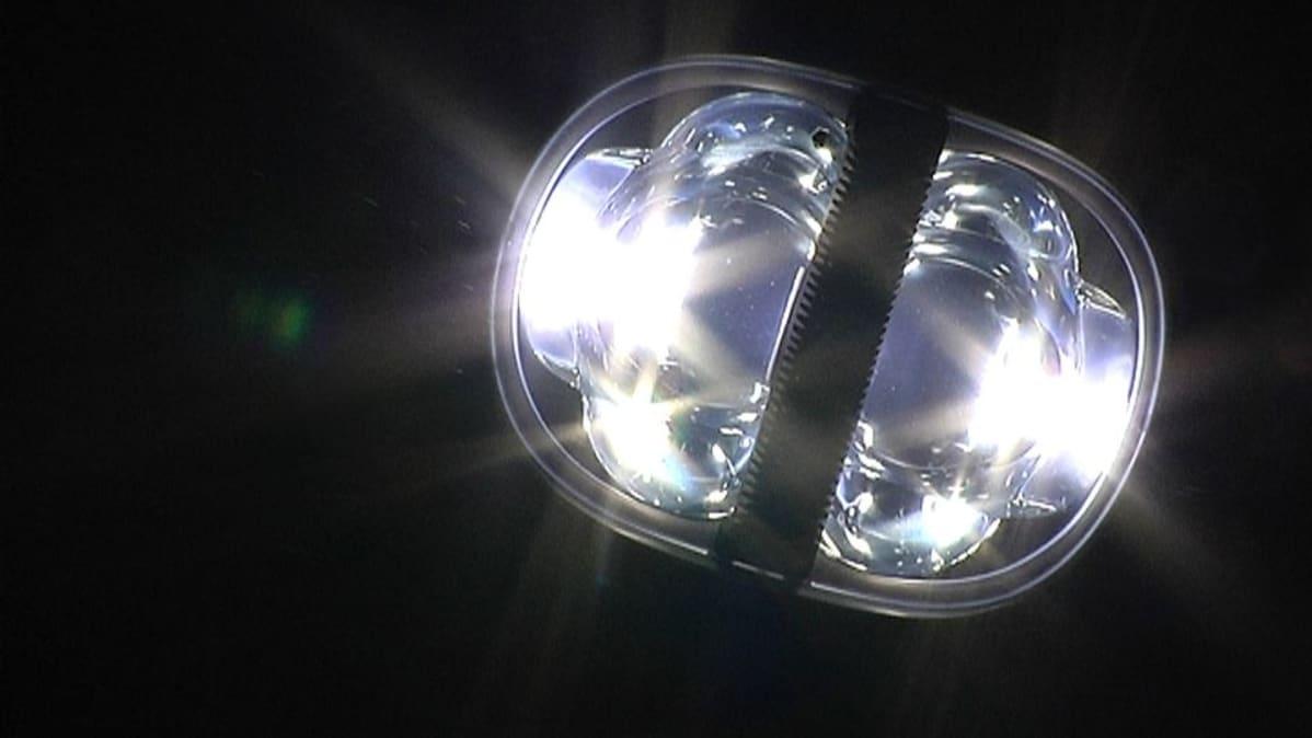 Tammikaivontiellä Vaasassa testataan led-lamppuja.