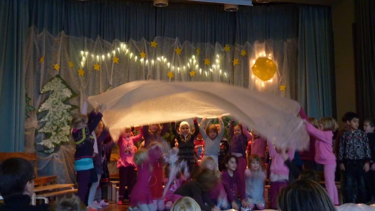 Aleksanterin koulun esikoululaisten joulujuhla