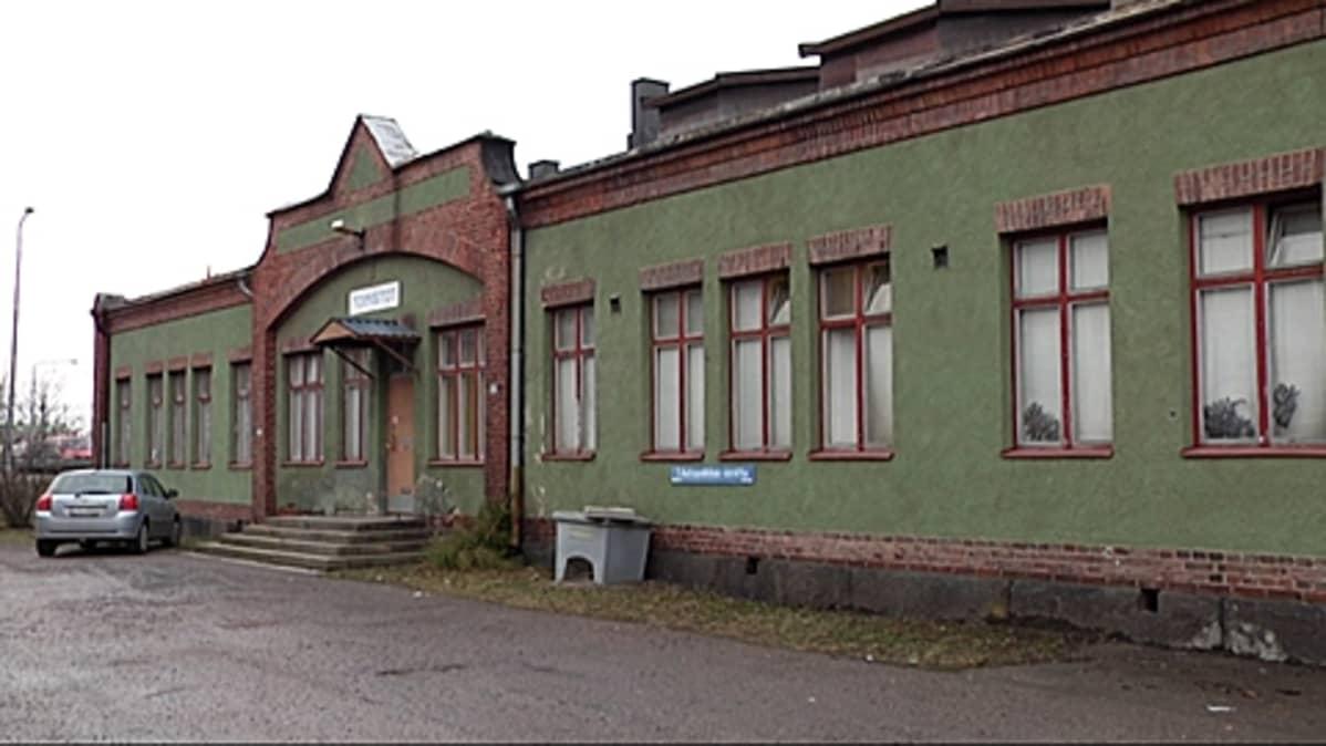 Vanhan tavara-aseman toimistorakennus.