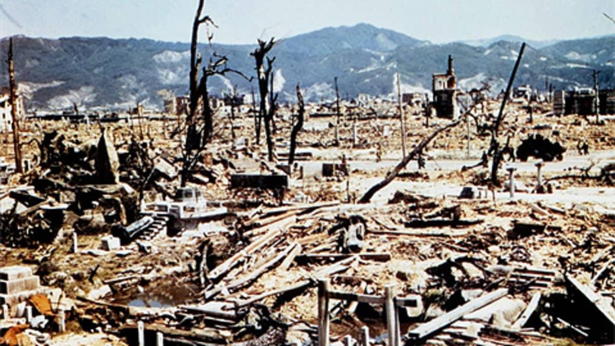 Tuhoutunut Hiroshima ydinräjähdyksen jälkeen.