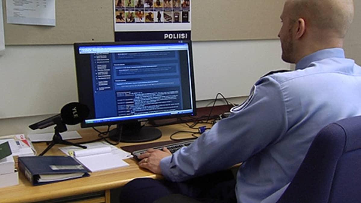 Poliisi seuraa nuorten suosimassa IRC-galleriassa käytävää keskustelua.