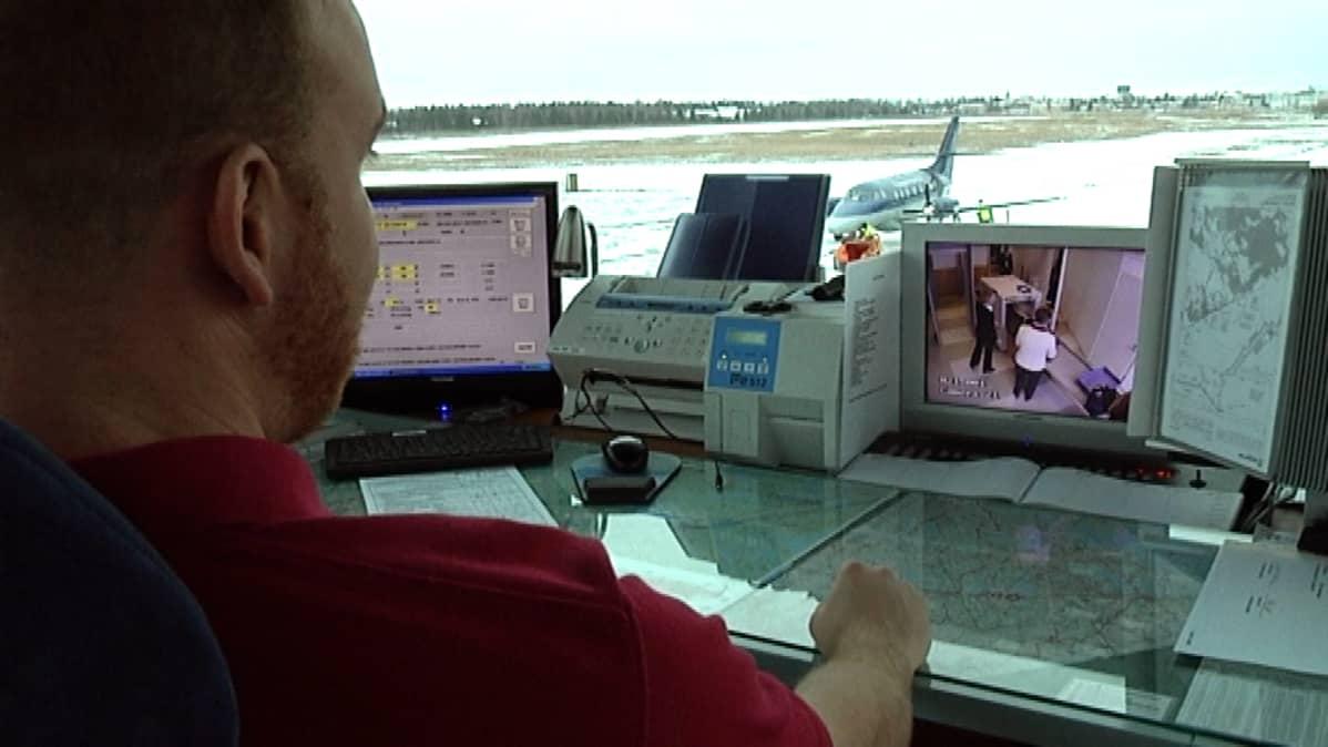 Lappeenrannan lentokentän lennonjohtotorni.