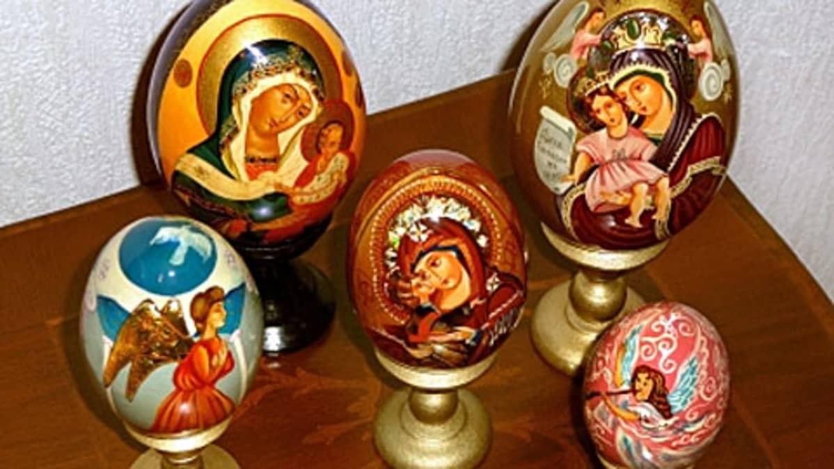 Ikonikuvilla koristeltuja pääsiäismunia