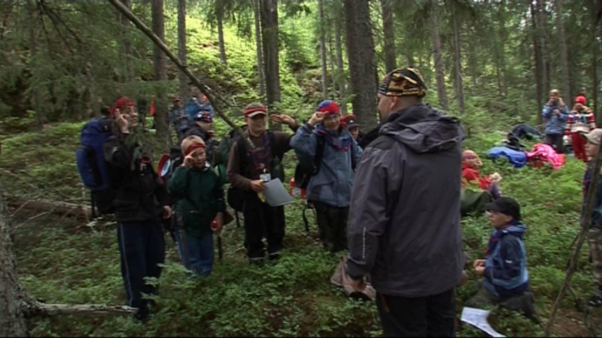 Partiolaisia metsässä