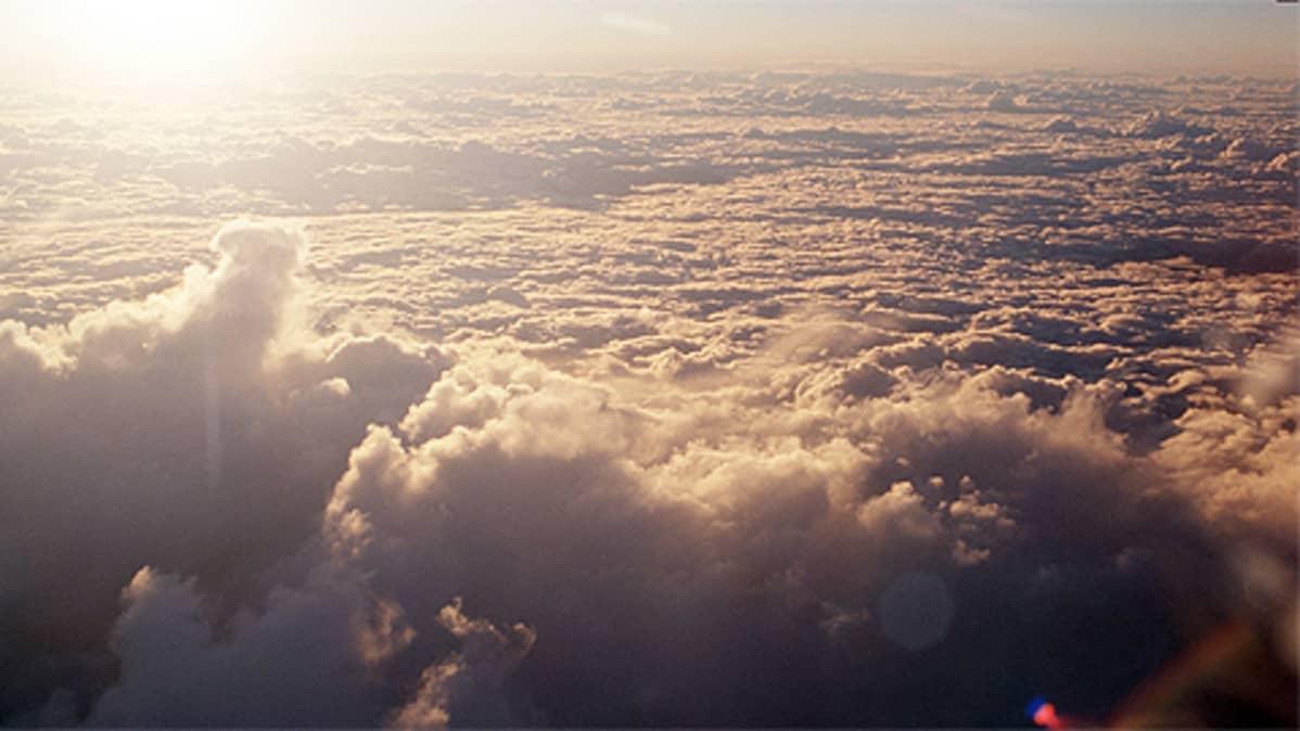Pilviä lentokoneesta nähtynä