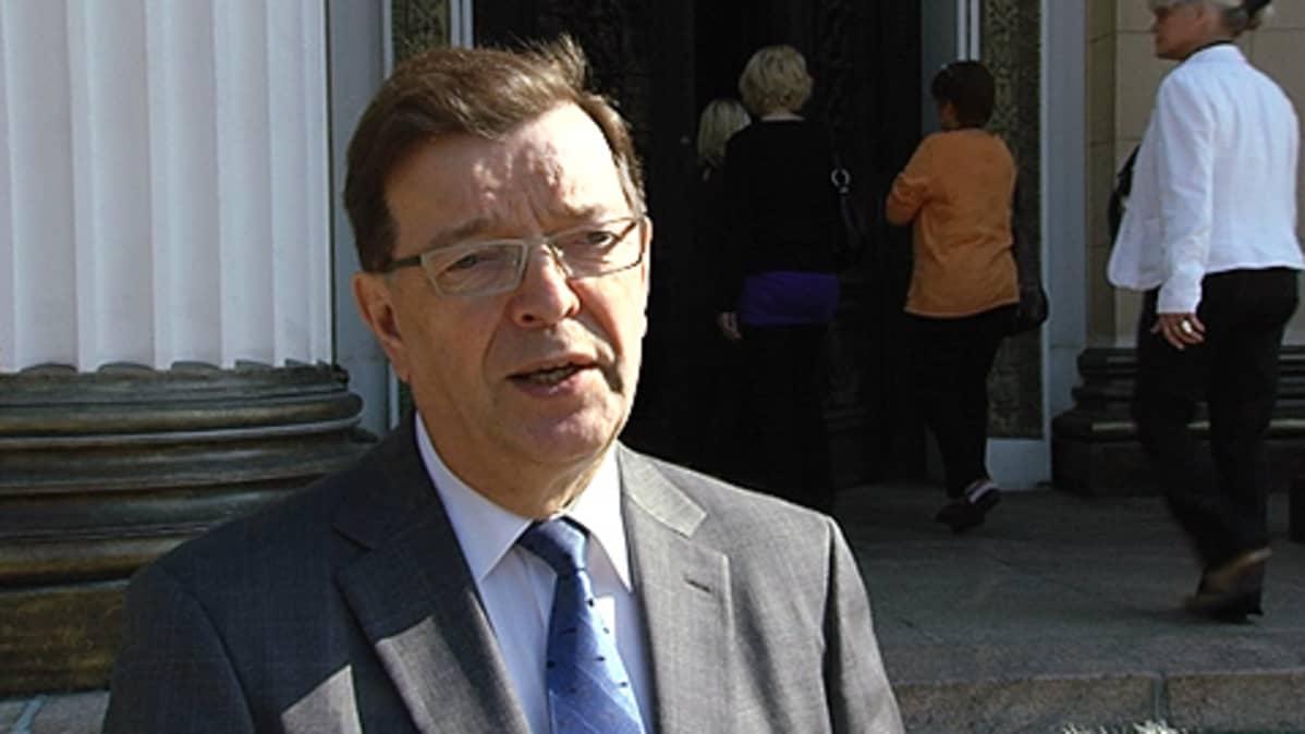 Ulkomaankauppa- ja kehitysyhteistyöministeri Paavo Väyrynen