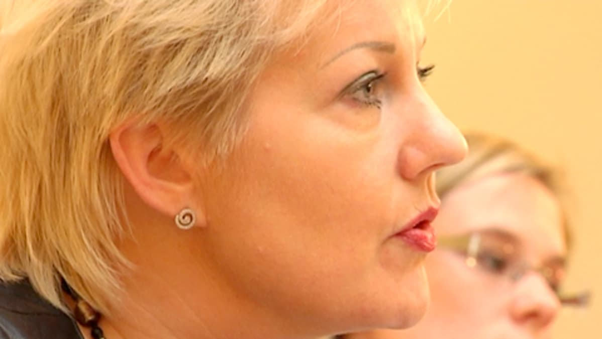 Liikenne- ja viestintäministeri Suvi Lindén
