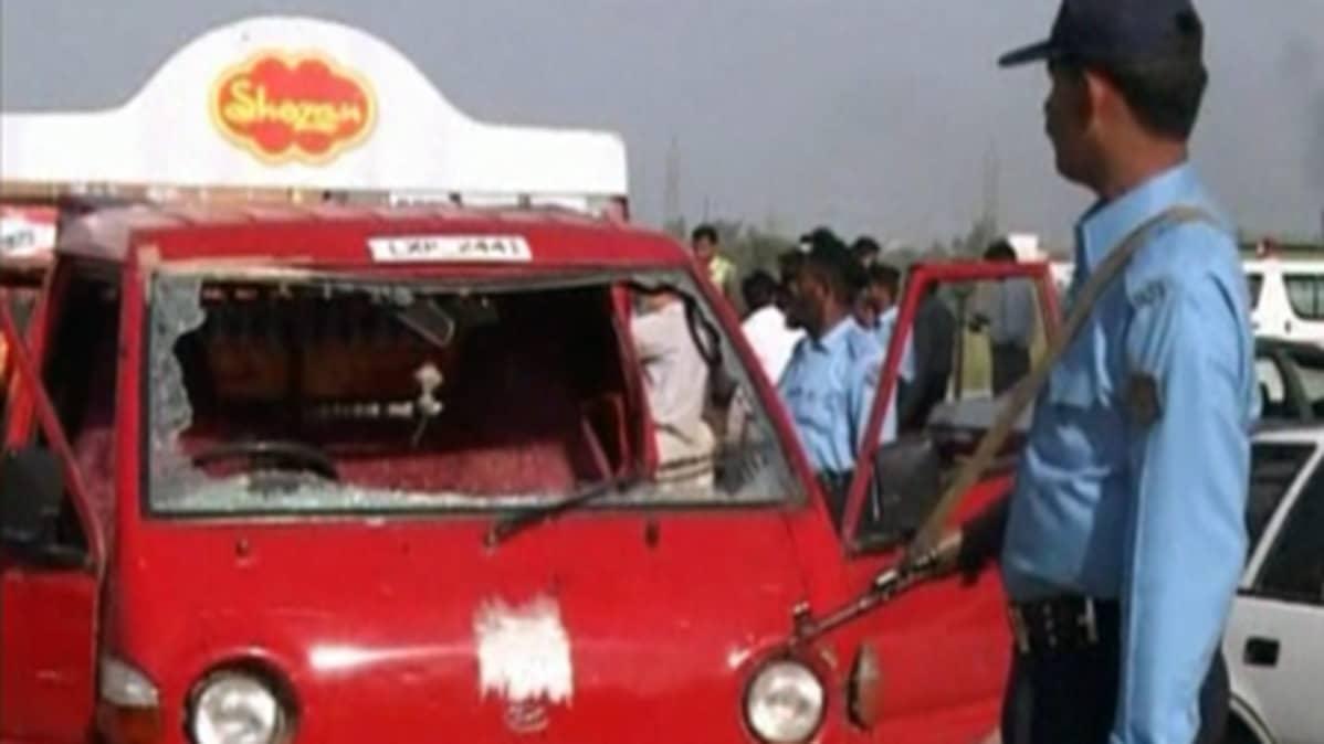 Pommiräjähdyksen jälkiä Islamabadissa.