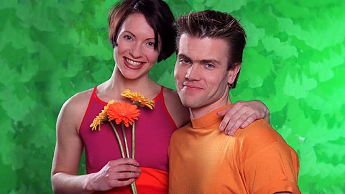 30 dating 45 vuotta vanha Milloin Lois ja Clark alkaa dating
