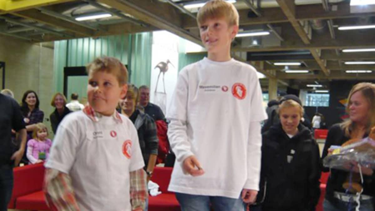 Oikealla oleva 10-vuotias Maxemilian Grönblom on uusi Afrikan Tähden maailmanmestari.