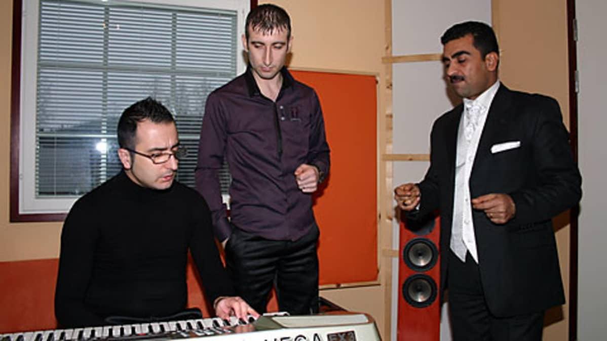 Ebdo Mihemed muusikoineen.