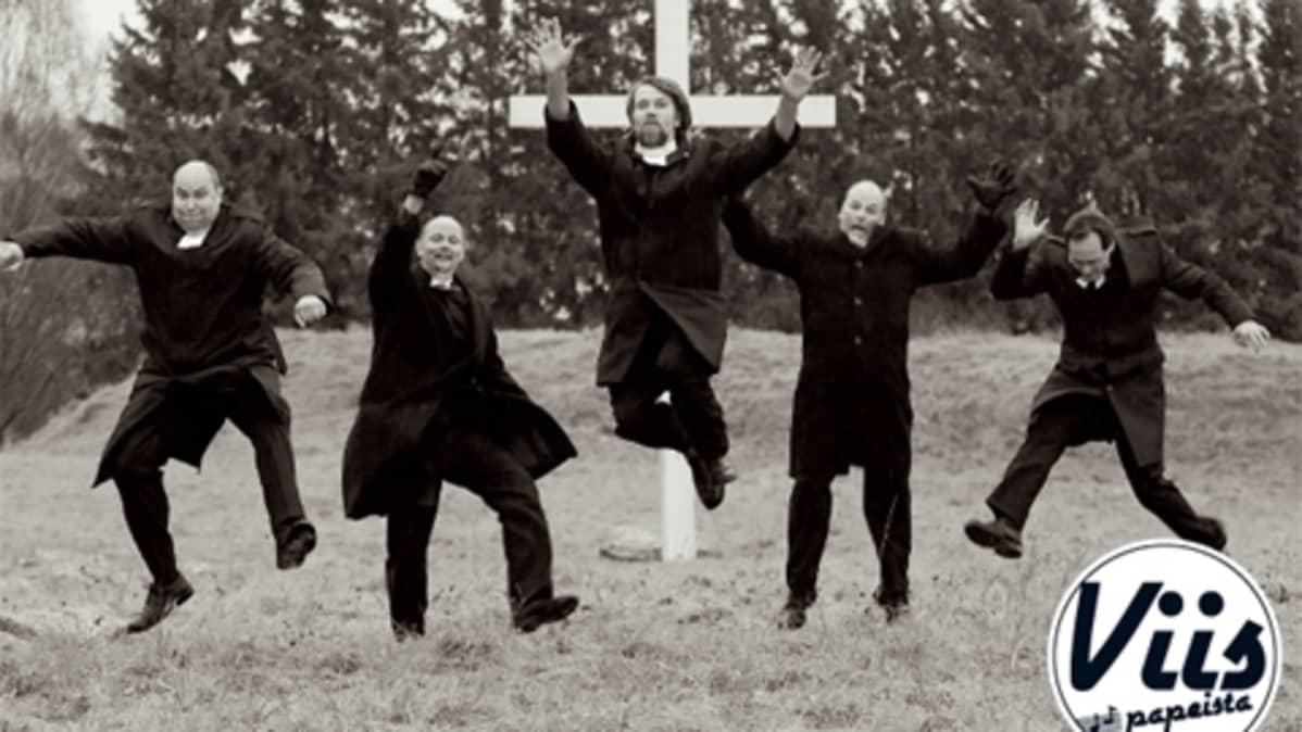 Pappien poikakalenterissa uskalletaan hullutella.