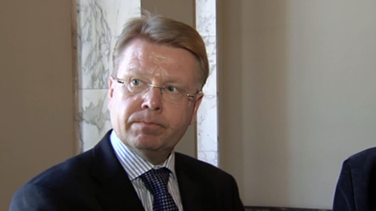 Puolustusministeri Jyri Häkämies