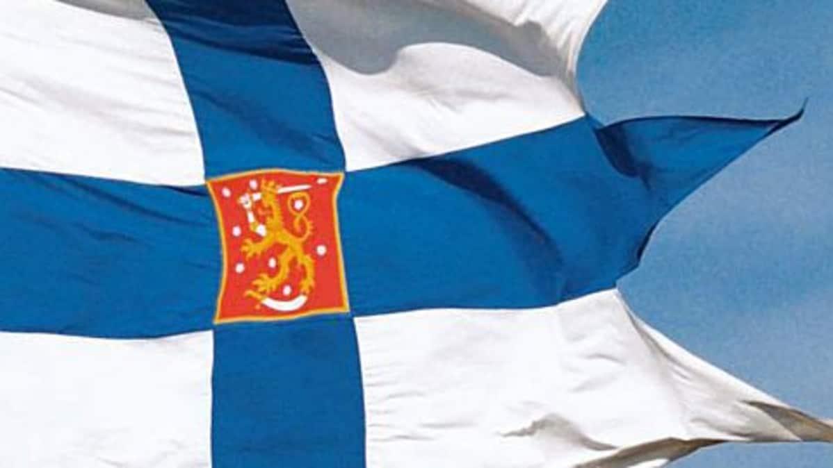 Liehuva Suomen sotalippu