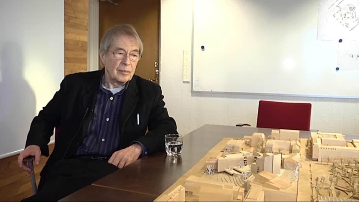 Jyväskylän hallintokorttelin suunnittelija Juha Leviskä.