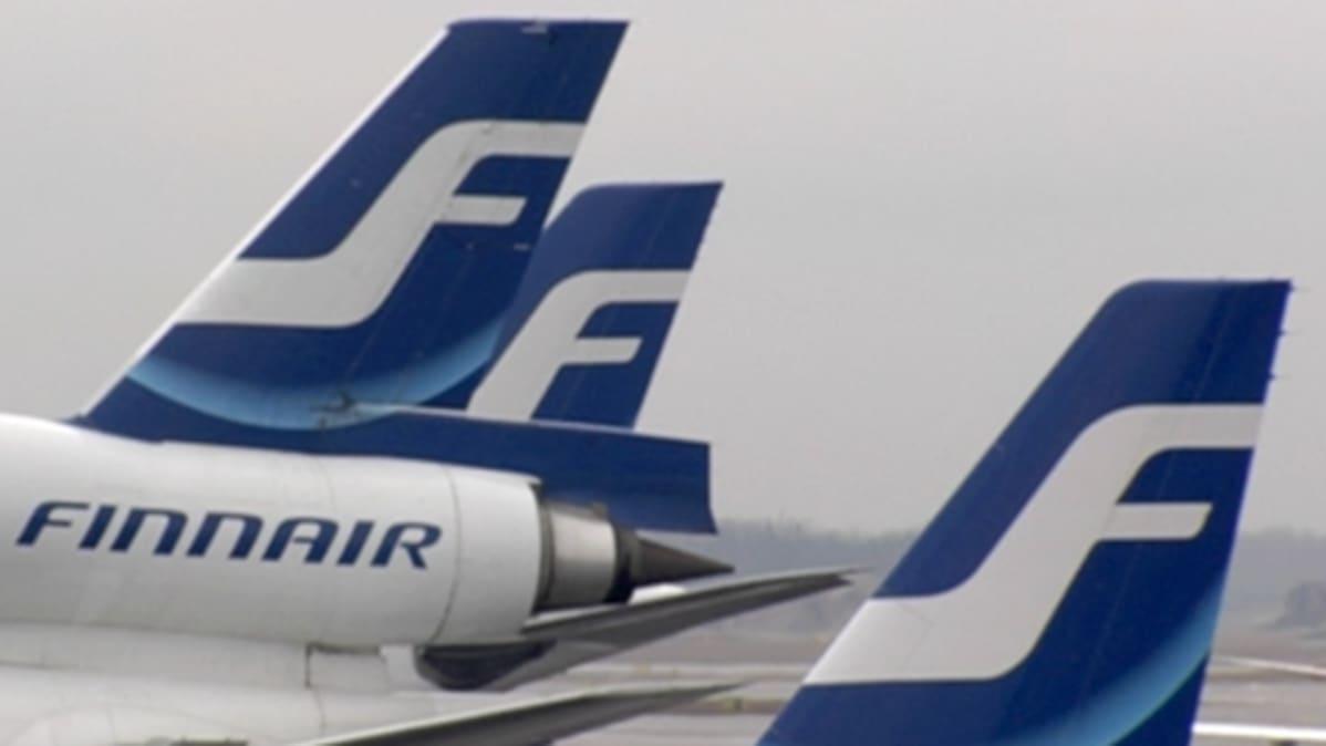 Finnairin lentokoneiden peräsimiä.