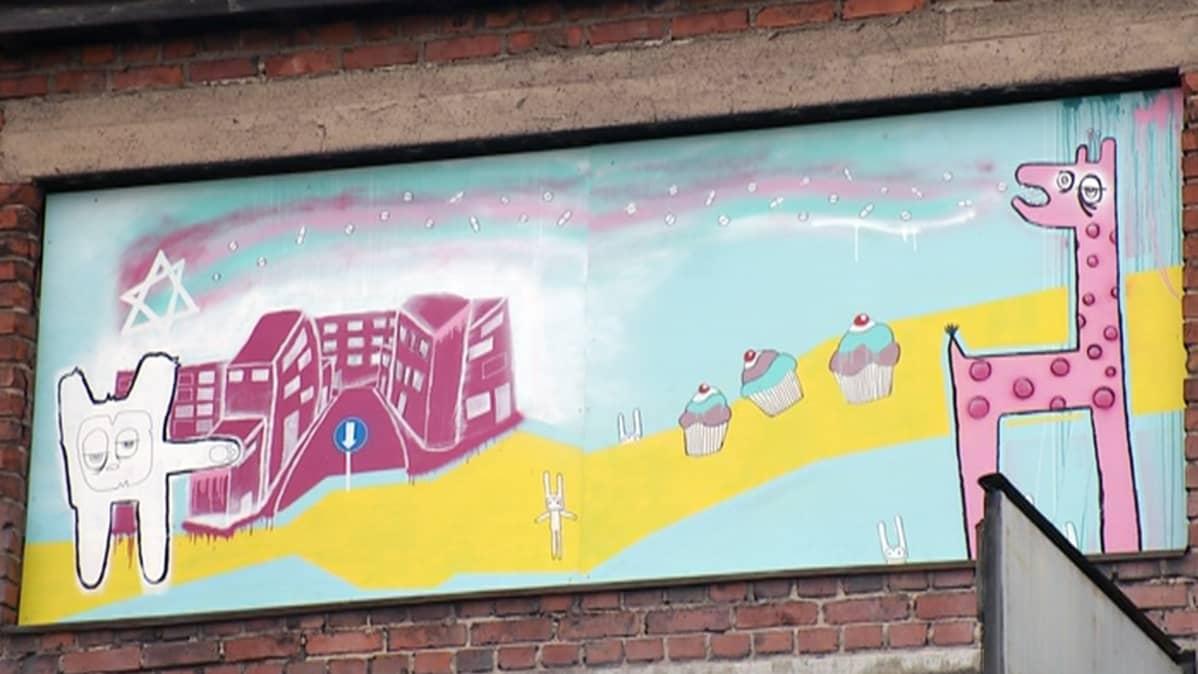 Seinämaalaus Porin taidemuseon Street Art -näyttelyssä.