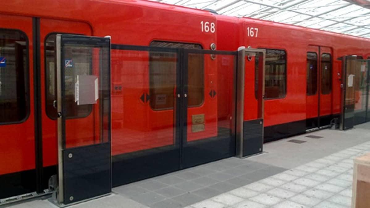 Vuosaaren metrolaituri rakennettiin automatisointia silmälläpitäen.
