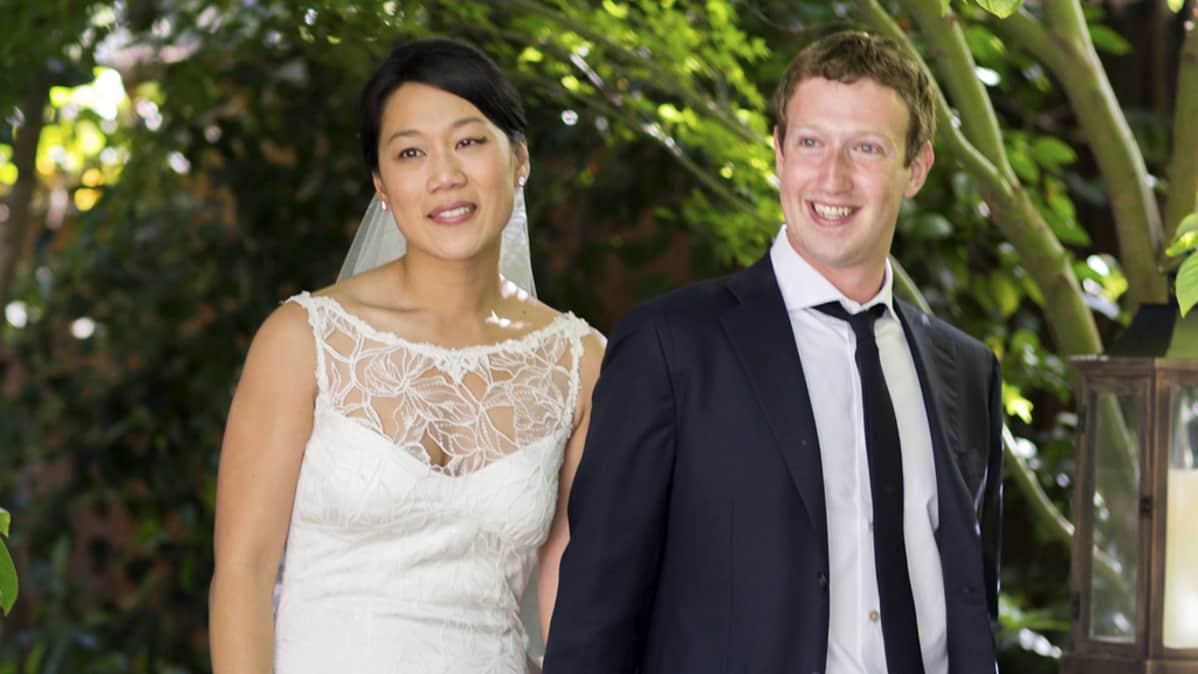 Facebookin perustaja Mark Zuckerberg ja Priscilla Chan avioituivat Californiassa.