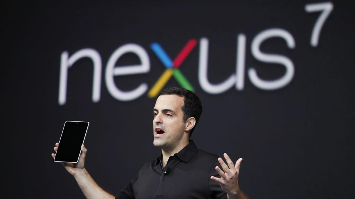 Googlen tuotekehitysjohtaja Hugo Barra esittelee Nexus-tablettia.
