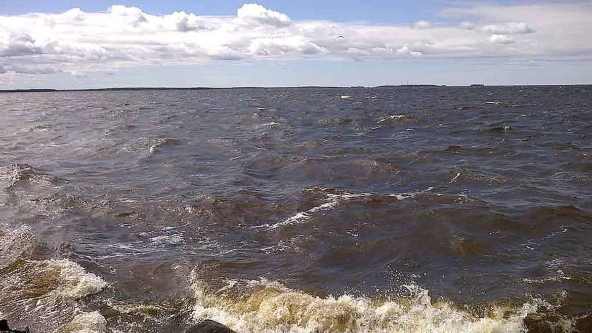 Perämerellä aallot ovat terävämpiä kuin suolaisissa vesissä.