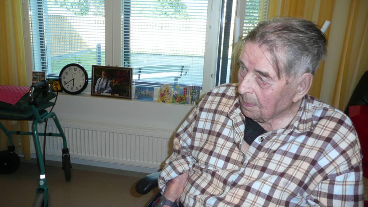 Olavi Soiriola asuu Hoivakoti Rantalassa Kinkomaalla.