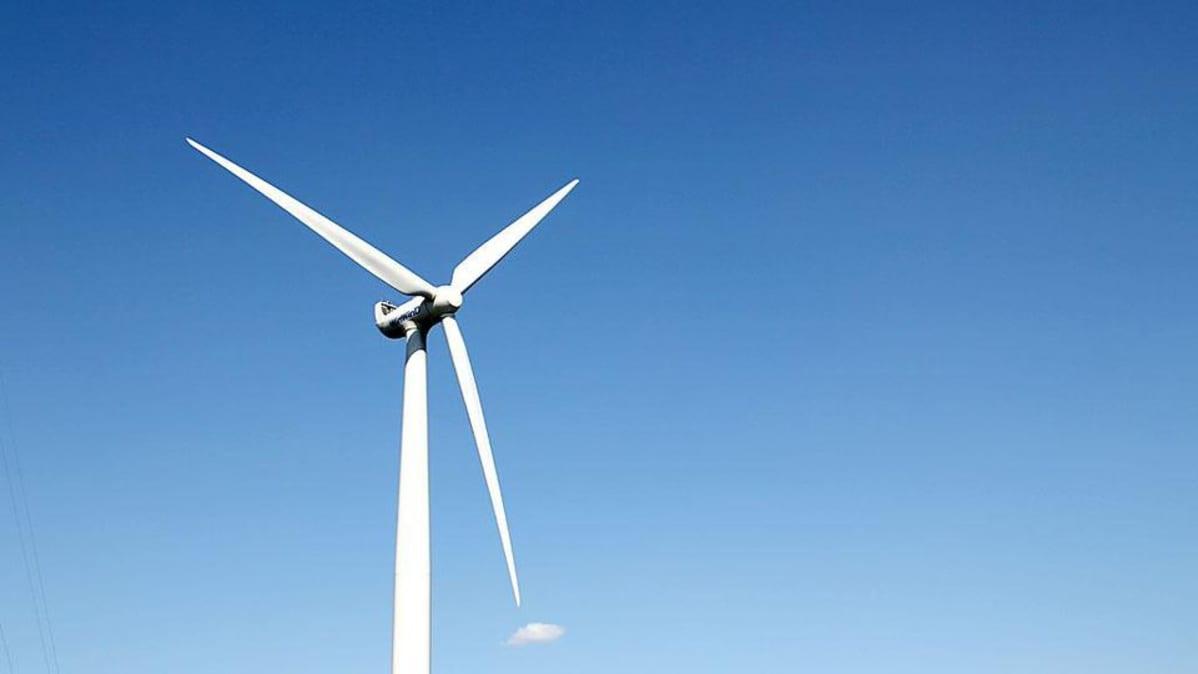 Kuvassa moderni tuulivoimala