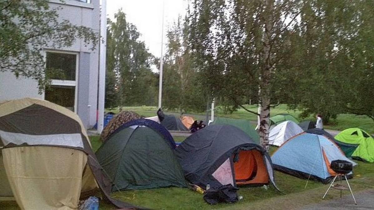Jyväskylä Cygnaeus lukio abit teltat